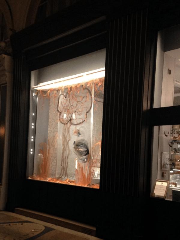 Création d'une décoration de vitrine pour Le Marquis de Ladurée